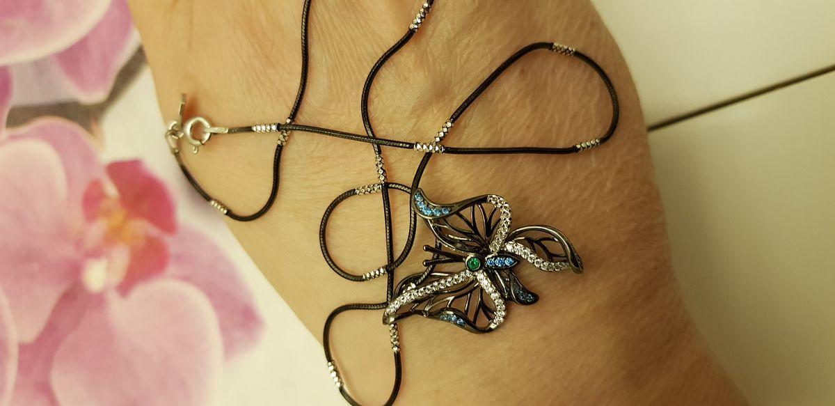 Кулон в форме бабочки