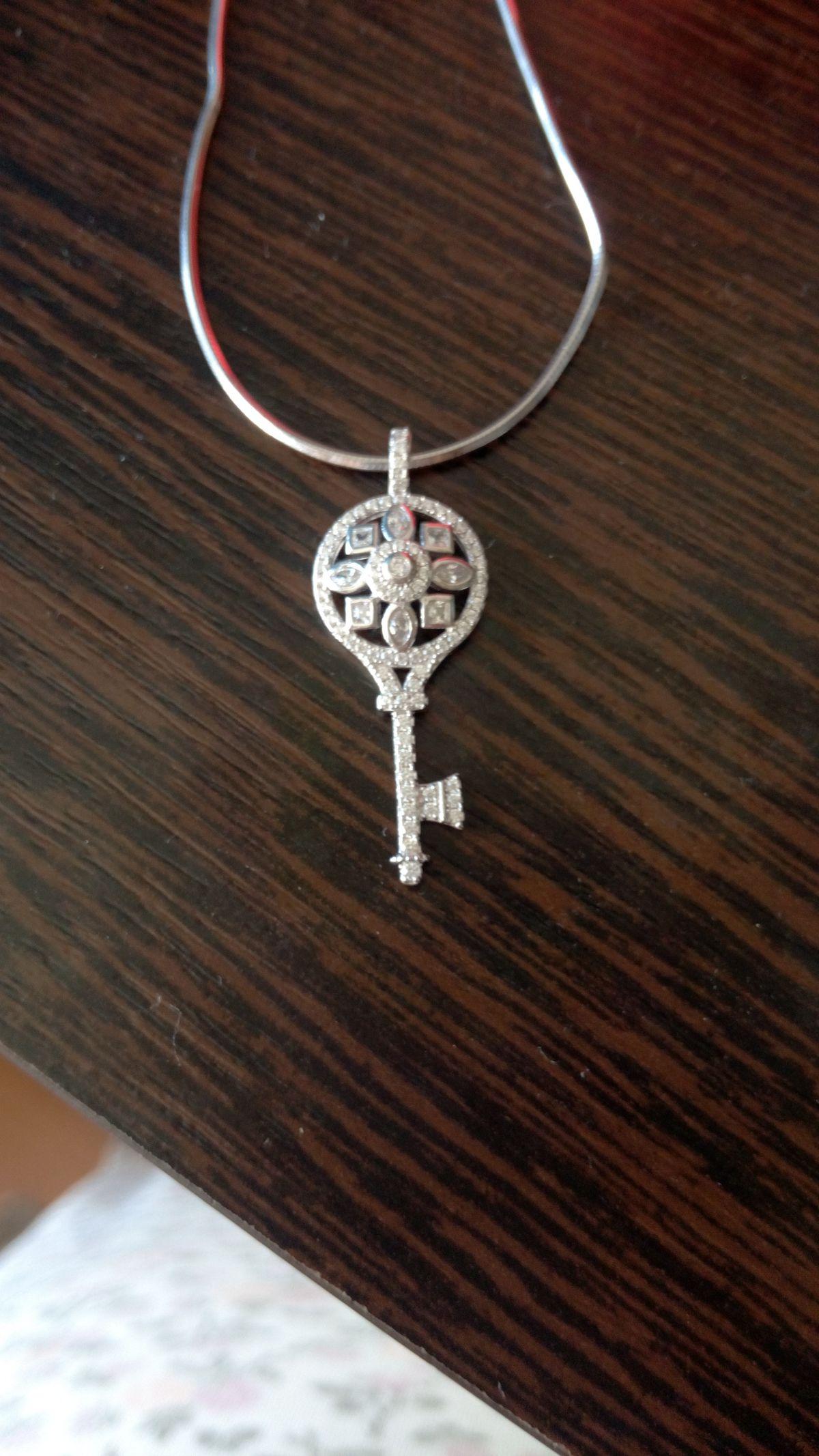 Кулончик серебряный ключ