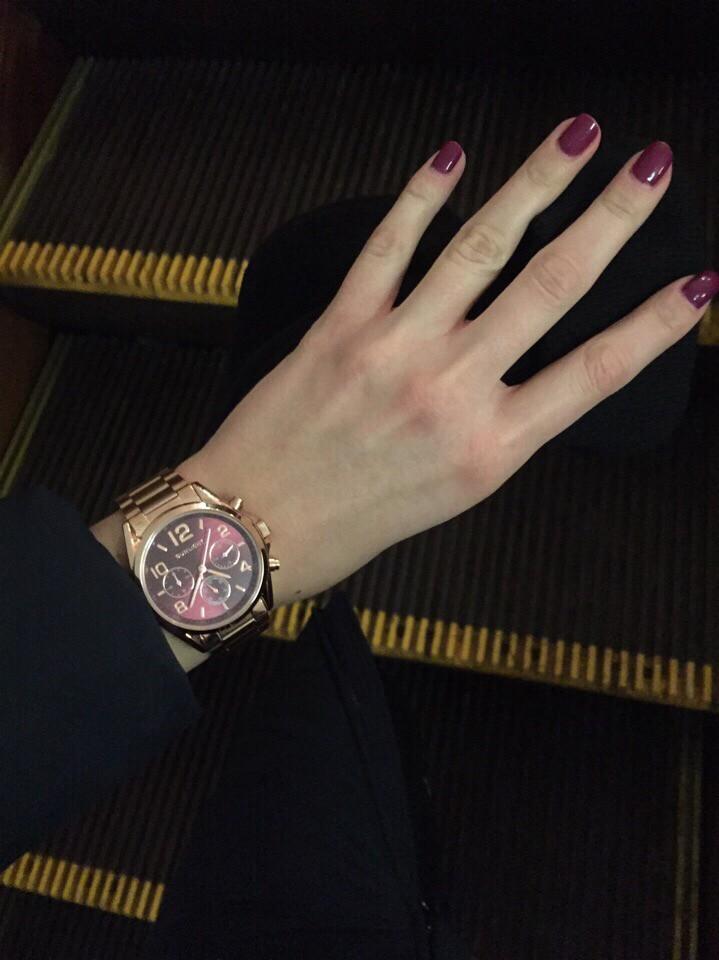 Прекрасные часы,очень дополняют ваш образ леди.