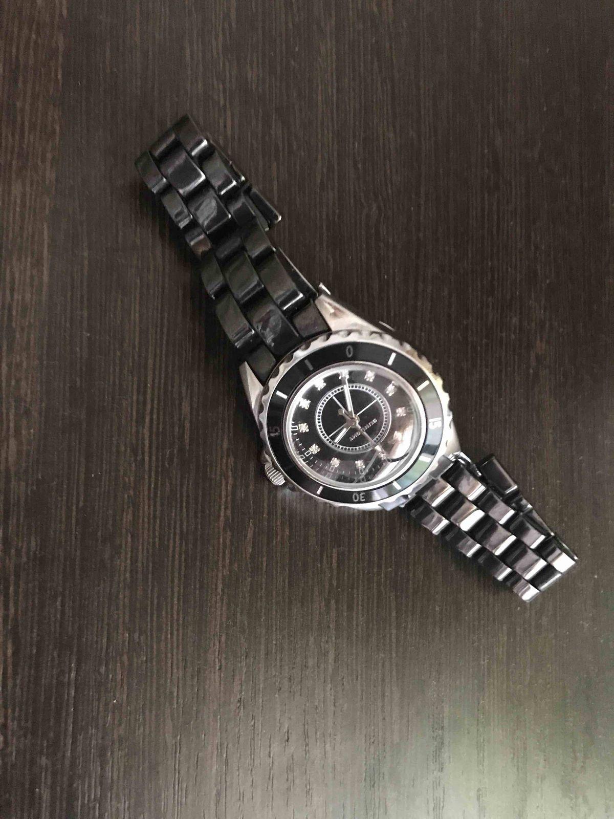 Очень красивые, удобные часы. Понравились в магазине.